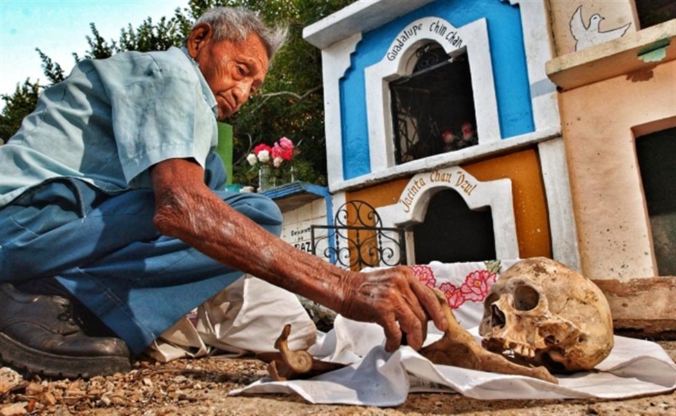 rituel d'exhumation des morts à Pomuch au Mexique