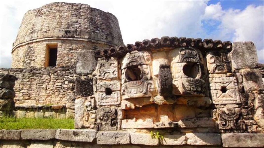 une des plus grandes représentations du Dieu Chaac taillée dans la pierre sur un site archéologique du Yucatan
