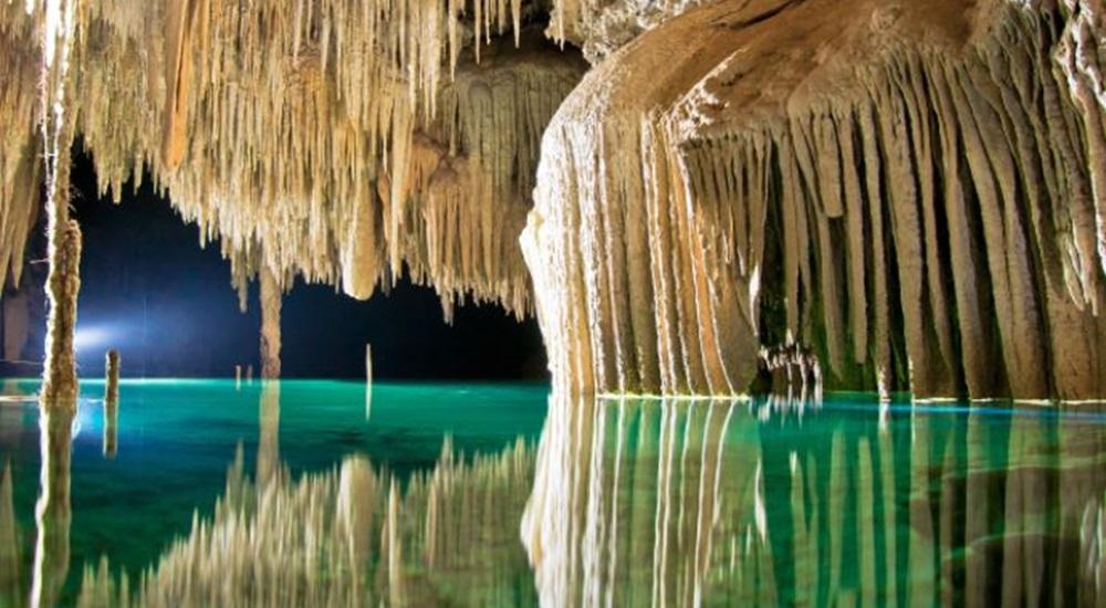 découvrir le rio secreto lors d'un voyage sur mesure au Mexique