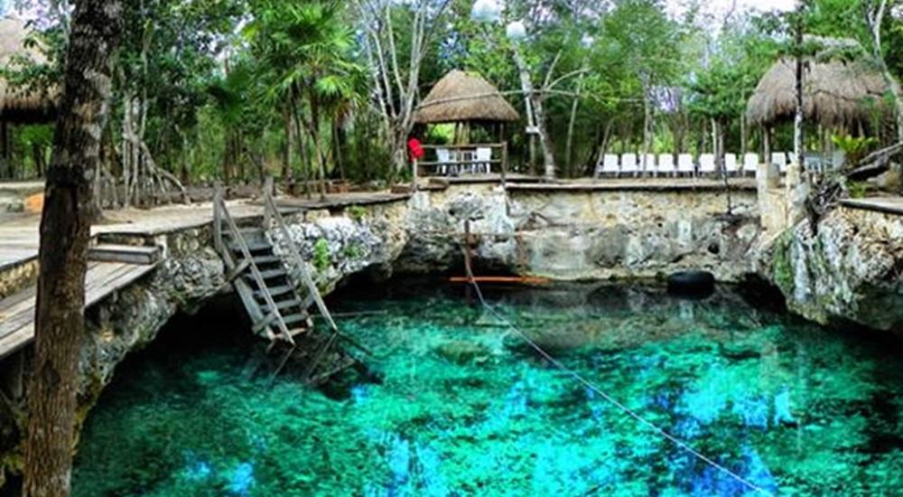 joli cenote du Yucatan pour se rafraichir en famille après la visite d'un site archéologique