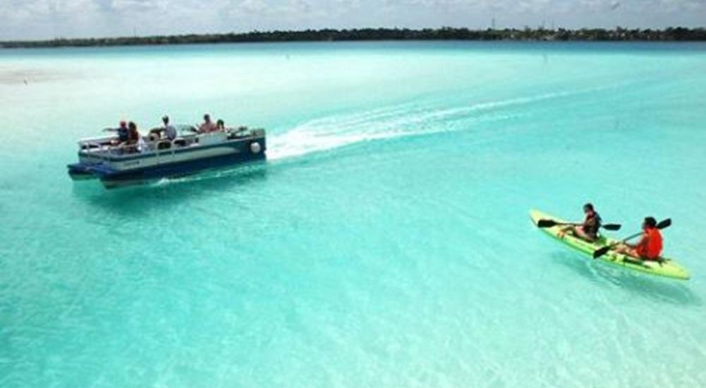 faire une balade en bateau ou en paddle à Bacalar