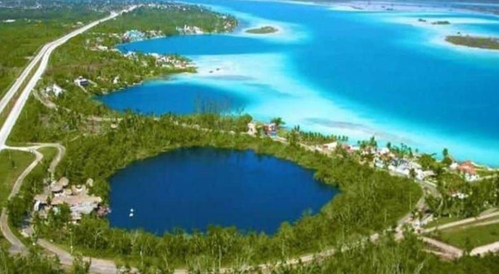 aller se baigner au cenote azul avec sa famille au Mexique