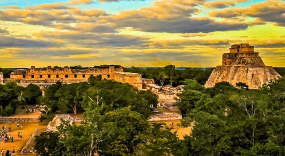 explorer la pyramide du magicien, le quadrilatère des nones avec ses enfants dans le Yucatan
