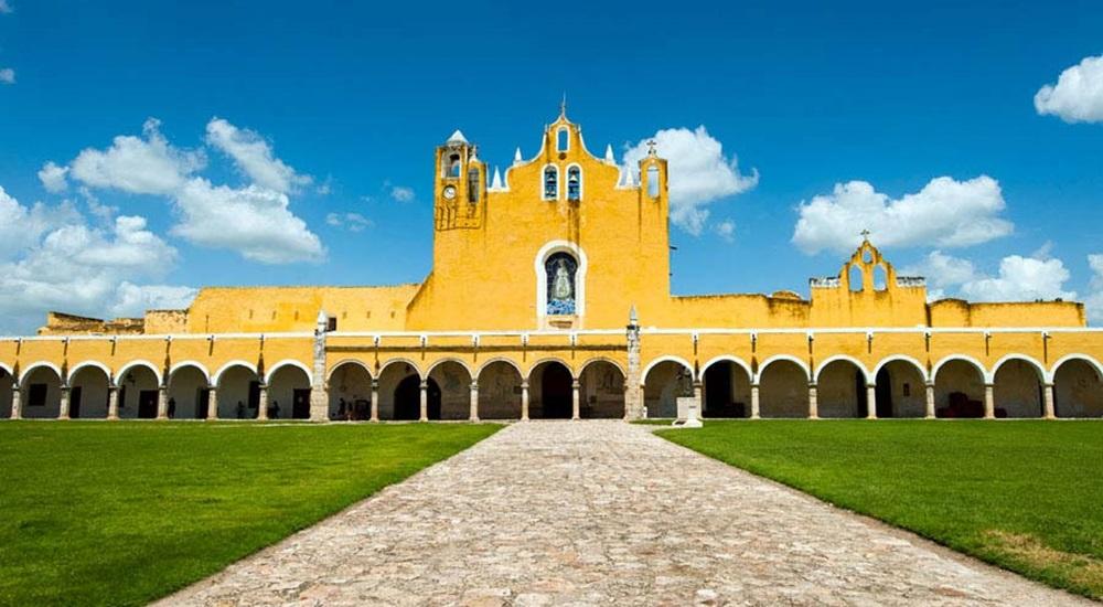 découvrir Izamal, l'un des 100 pueblos magicos du Mexique pendant son circuit au Yucatan