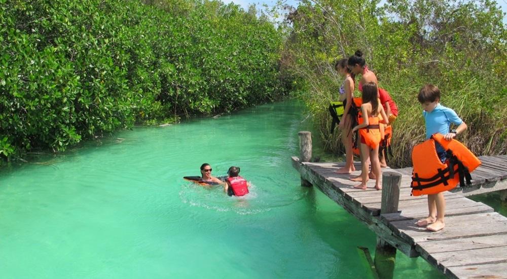 aller à Sian Ka'an avec les enfants et les parents pendant son voyage au Mexique