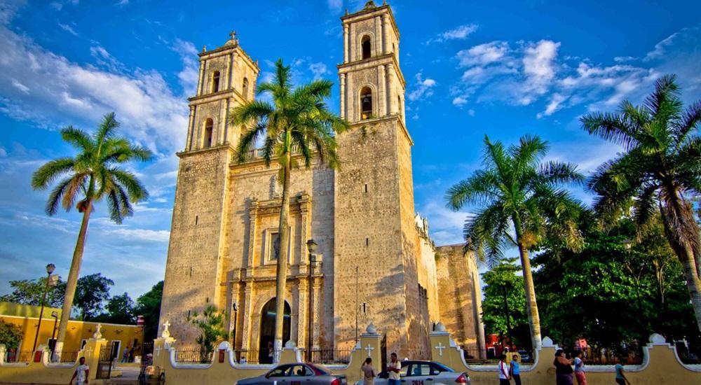 découvrir la cathédrale de Valladolid lors d'un voyage au Mexique en famille