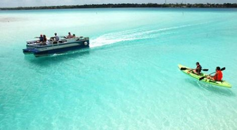 balade en bateau a bacalar au mexique
