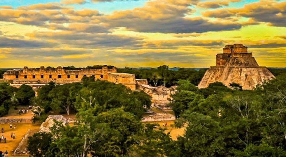 pyramide d'uxmal au mexique