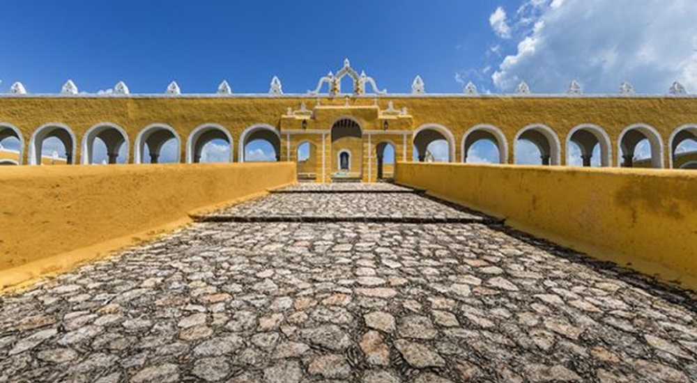 flaner a Izamal pendant son voyage au Yucatan