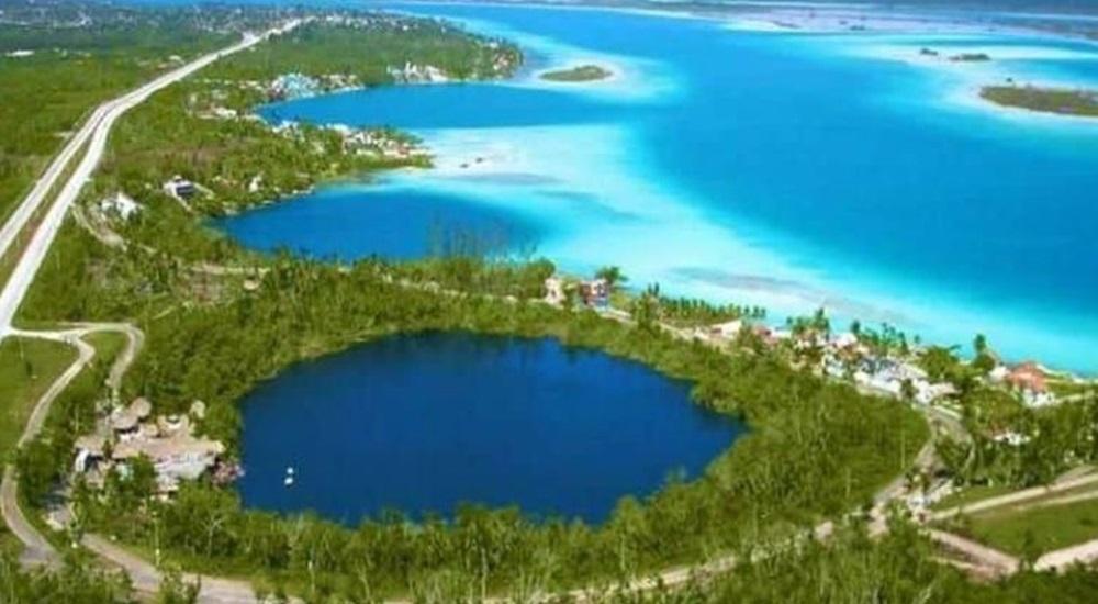 incontournable d'un voyage au Mexique le cenote azul de bacalar