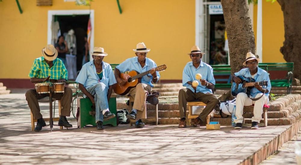 groupe de musicien dans la rue a cuba