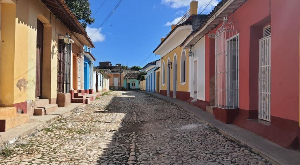 ruelle colorée de trinidad a cuba