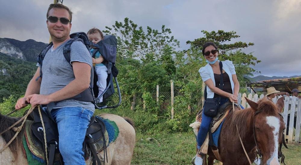 balade en cheval en famille a cuba