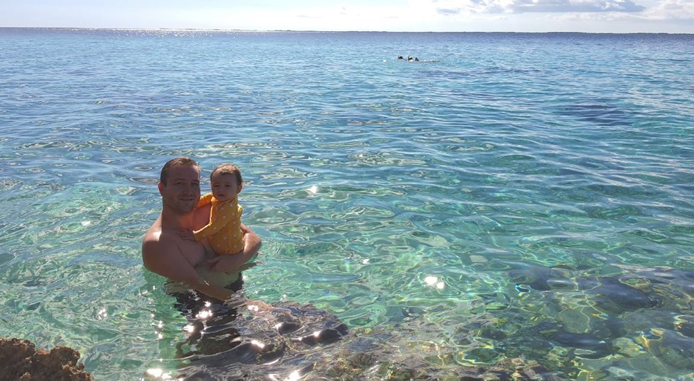 baignade en famille dans la baie des cochons