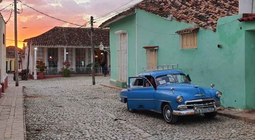 voiture américaine dans la rue a Trinidad