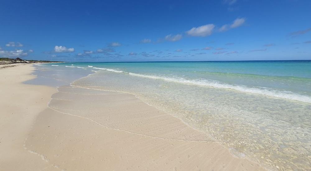 plage de sable blanc a cayo coco
