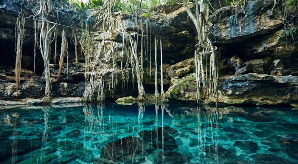 se baigner en cenote pendant un voyage au yucatan