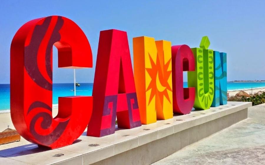lettres cancun au bord de la plage
